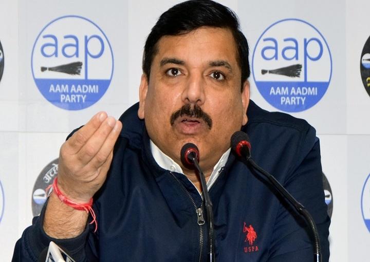 आप नेता संजय सिंह ने EVM की सिक्यूरिटी पर सवाल किये , स्ट्रांग रूम पर नजर रखेंगे 'आप' कार्यकर्ता